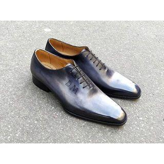 Subtile purple for those Grey oxfords. Patina on natural calf shoes. . . . #edouarddeseine #esparis #patina #patine #glaçage #shoepolish #shoesoftheday #shoeshine #patinashoes #shoeglazing #greyshoes